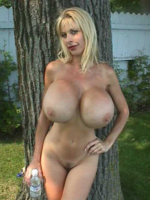 amateurblondebig-titsbabe 89 Galleries - Coed Cherry